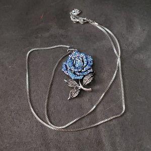 Betsey Johnson necklace NWOT